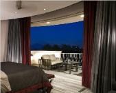 洋房五层主卧阳台气氛图