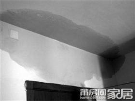 """新房入住一年洗手间漏水 楼下天花板常""""下雨"""""""