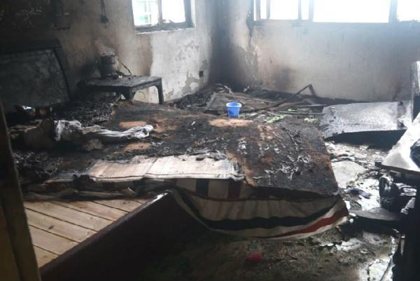 房产资讯 正文    消防人员在调查中发现,该幢住着5户13人的三层楼的