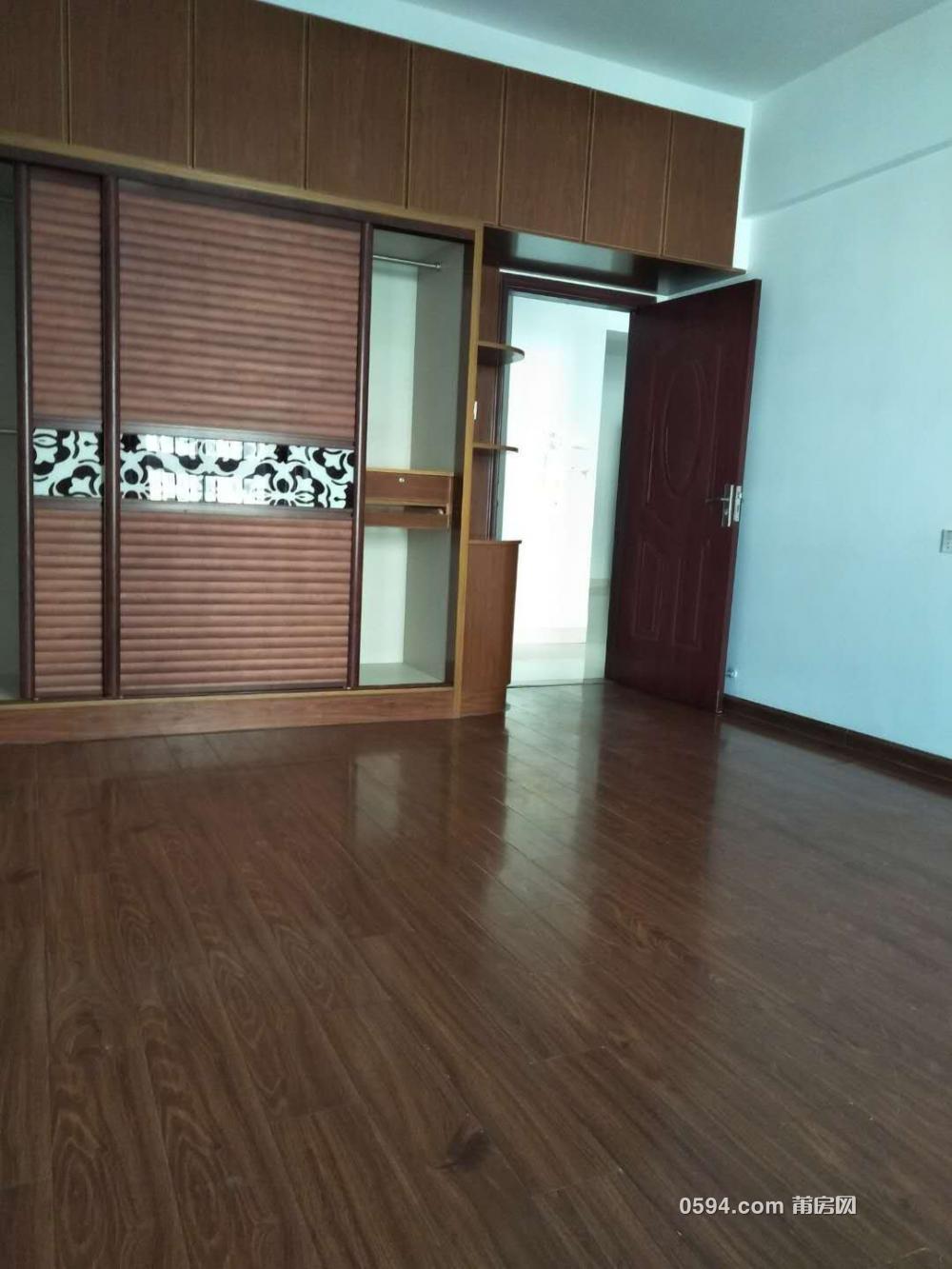 大唐广场 套房出租 4房2厅2卫 精装修180㎡只租3300 可办公居住-