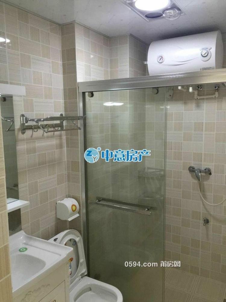 出租(正荣财富)1房1厅1卫 单身公寓家电齐全2100元/月-