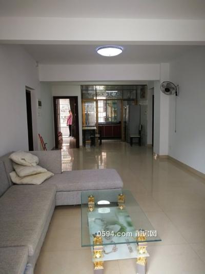 西坡小区 3房2厅2卫 中档装修 家具家当齐全 租2500-莆田租房