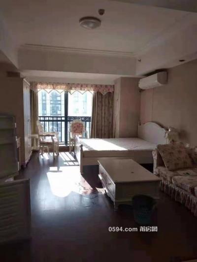 实图 个人出租万达广场 莆田金街旁 带阳台 欧式家私-莆田租房