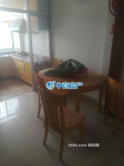 西门小区  中装四室出租1500-莆田租房