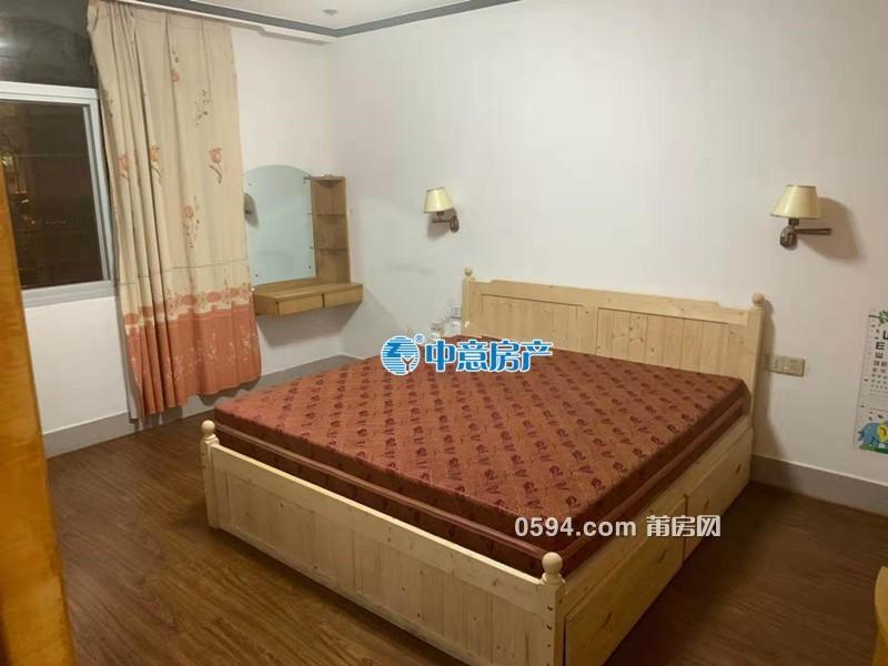 城門街 三室兩廳 2100/月 寬敞明亮 家具齊全 便宜租-
