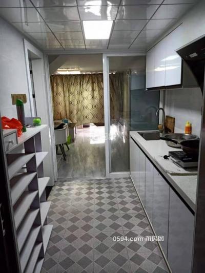 隆恒財富廣場位于沃爾瑪 2室2廳2衛 家具家電齊全 租金2200-莆田租房