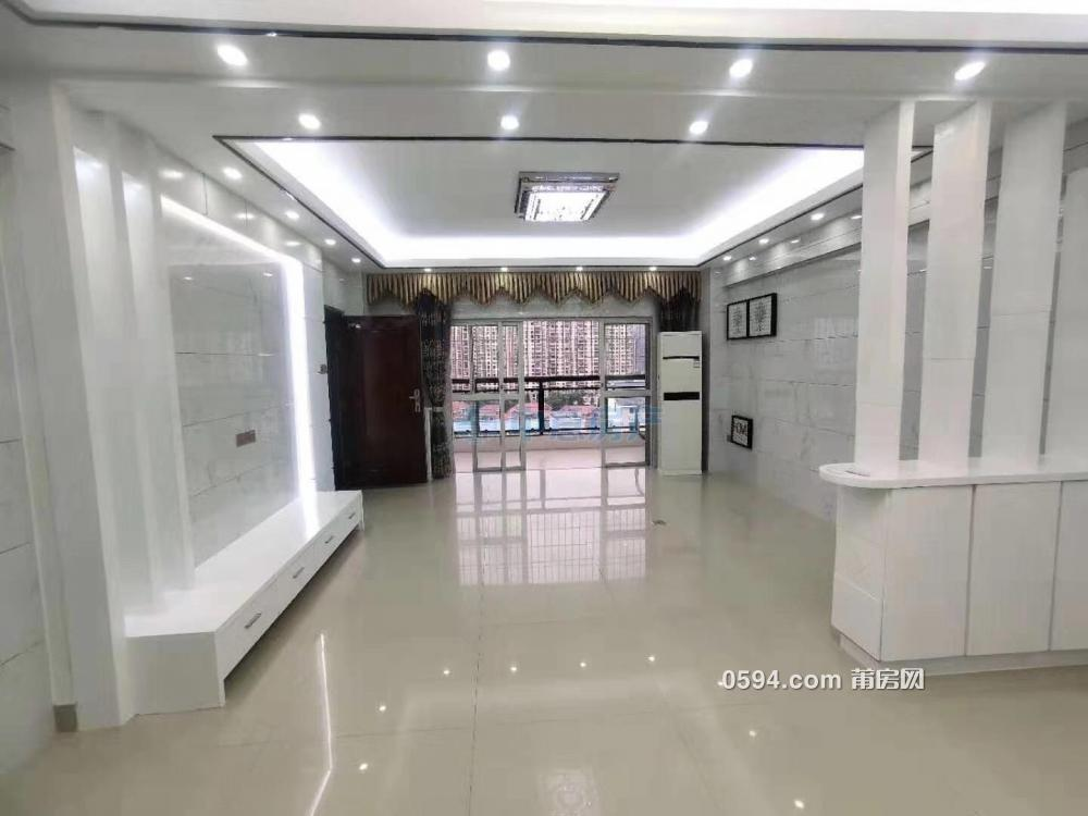 一平只要14300元 体育场附近 宝胜宝财楼 131平 精装3房 中层