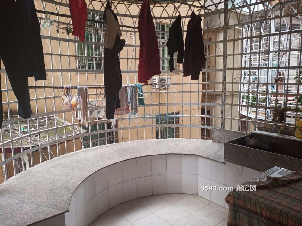 梅园西路 4居室框架双证 赠送15平方露台 一平只需8915 元