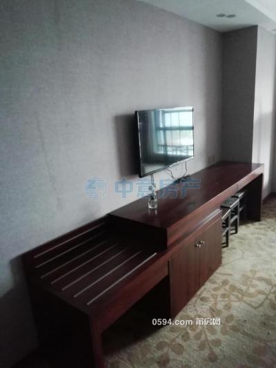 新日財富廣場 單身公寓 新裝修衛入住 簡潔明亮 僅售1300元-莆田租房