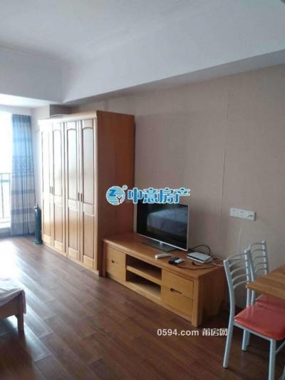 万达SOHO--单身公寓高层--家电家具齐全仅租1700元-莆田租房