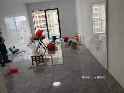 火车站旁 凯天青山城 中装3房2厅 家具配齐 仅2000一月月-莆田租房