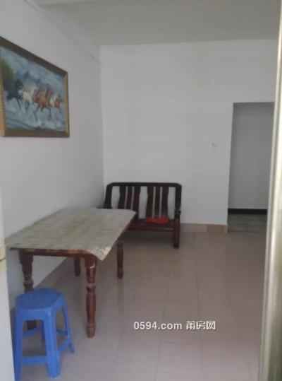 梅峰市场楼上1300元2室1厅中装干净整洁带家具随时入住-莆田租房