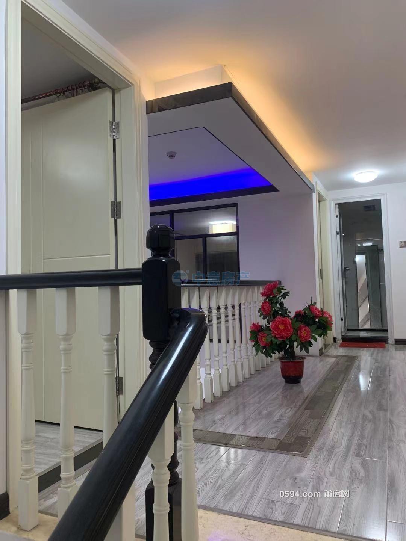正荣财富中心复式楼 精装大两房 拎包入住 月租金3000