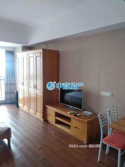万达SOHO--单身公寓高层朝东--家电家具齐全仅租1600元-莆田租房