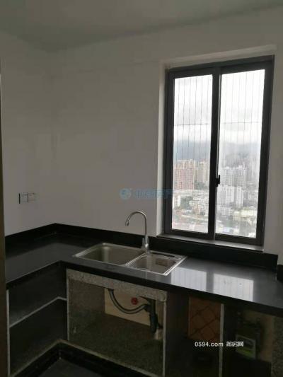 金域华府 电梯房 2室2厅一卫  2700元一个月-莆田租房